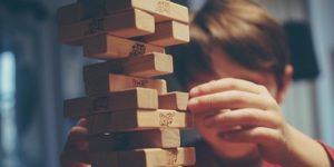 bambino lego legno