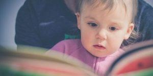 bambini che legge