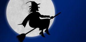 disegno di strega che vola nella notte con luna piena sullo sfondo